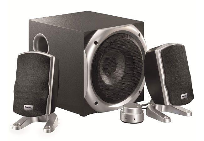 Hama mizeaza pe un design traditional in cazul acestui sistem audio 2.1
