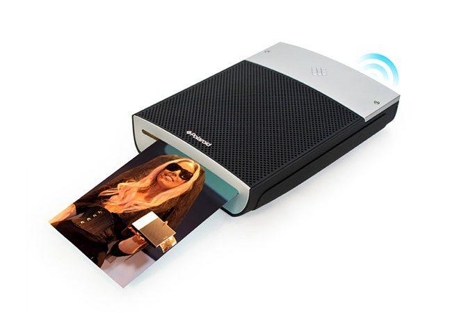 Polaroid GL10 este o imprimanta foto portabila pentru printuri de mici dimensiuni