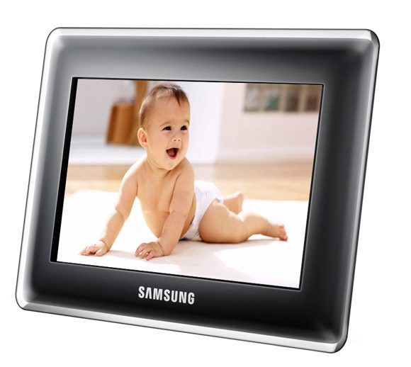 Samsung SPF-87H – are memorie interna de 1GB si poate fi folosita ca monitor extern pentru PC