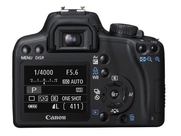 Spatele lui Canon EOS 1000D e plin de butoane, cum ii sade bine unui DSLR