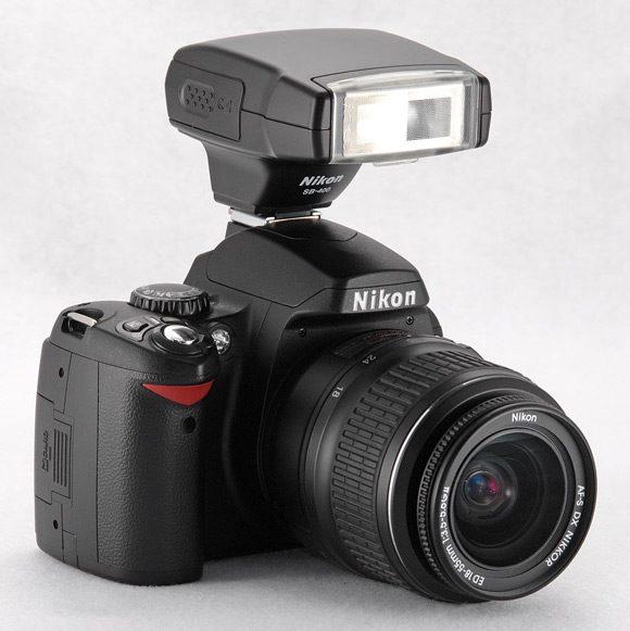 Ca orice DSLR si Nikon D40 poate fi accesorizat