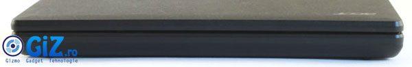 Ecranul masiv de 4.8 inch acopera aproape complat partea frontala a telefonului