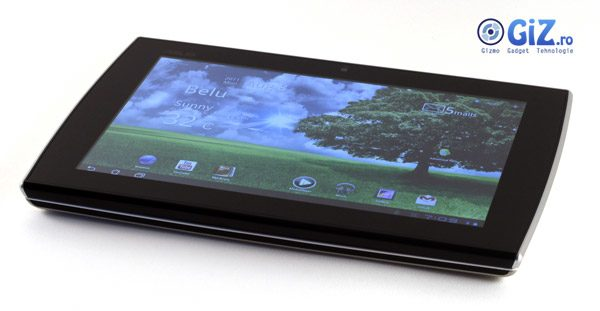Cu ecranul rabatat, arata ca o tableta normala, doar ca ceva mai groasa