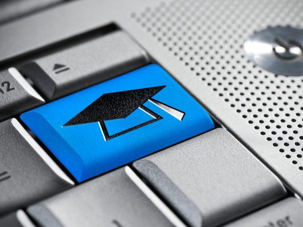 Pe site-ul Universitatii Berkeley, utilizatorii au acces la cursuri universitare incepand cu anul 2005