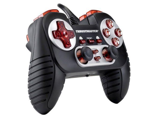 Thrustmaster Dual Trigger 3-in-1, un gamepad compatibil si cu PS3 sau XBOX
