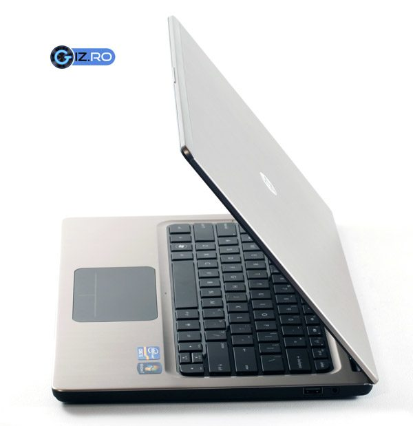 HP-ul Folio ofera un pret bun, mai ales ca vine echipat standard cu Windows 7 Professional