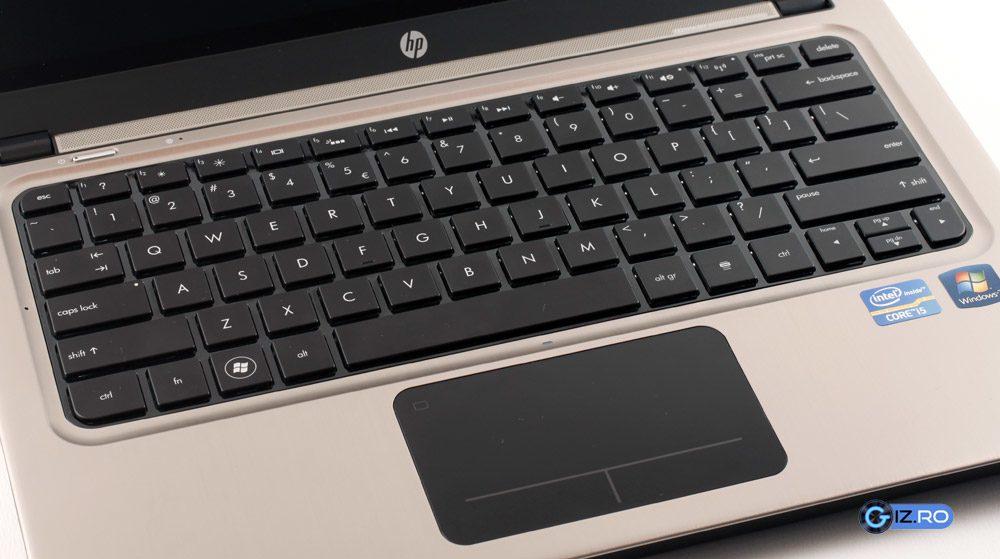 Trackpad-ul si tastatura isi faca treaba cu brio