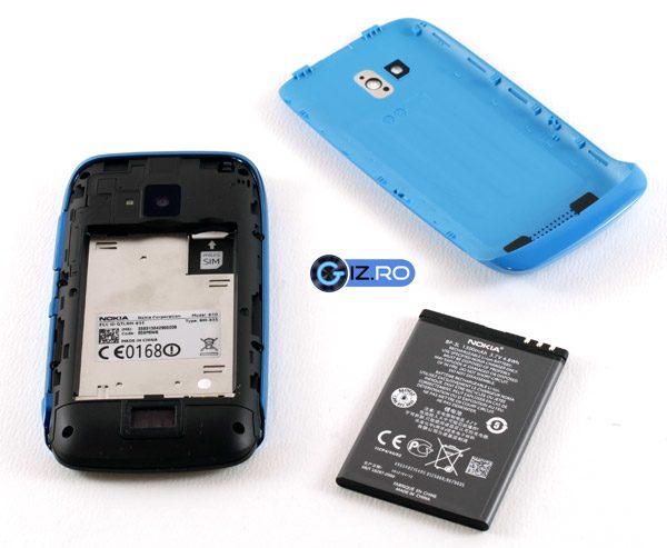 Bateria are doar 1300 mAh, insa hardware-ul mai putin rapid o ajuta sa ofere o autonomie greu de gasit pe un telefon modern
