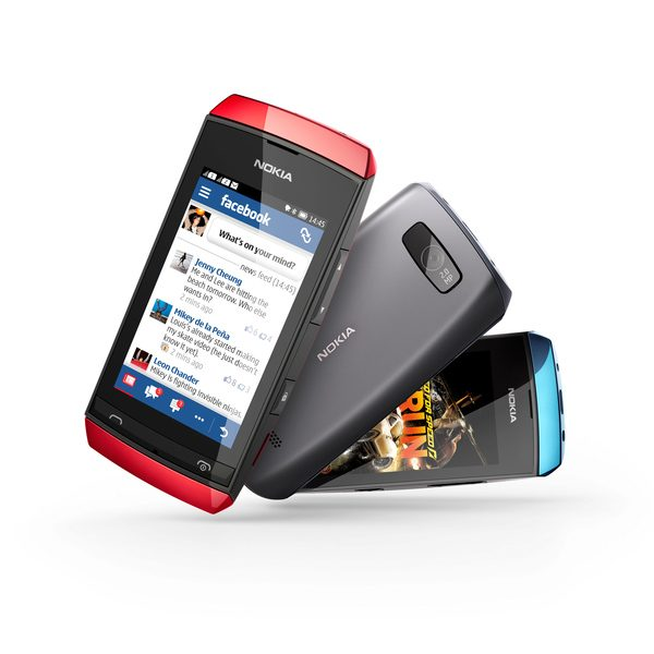 Nokia Asha 305 este singurul dual-sim dintre cele trei modele