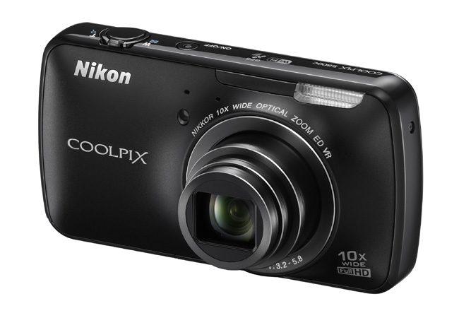 Nikon Coolpix S800c, un aparat foto ideal pentru cei care vor sa posteze rapid pe Facebook