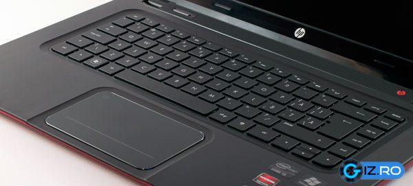 Tastatura chiclet si clickpad-ul