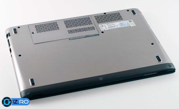 Baterie incastrata, memorie si slot mSATA accesibile in spatele unei usi de plastic