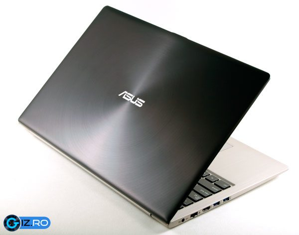 ASUS U500 - clar un Zenbook, doar ca mai mare