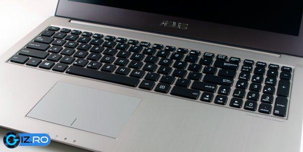 Tastatura si touchpad-ul sunt in regula