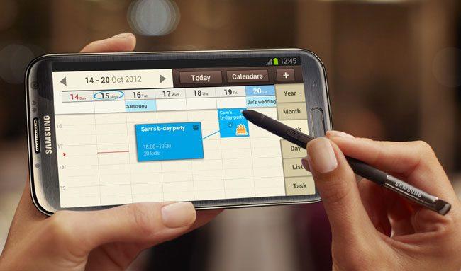 Samsung Galaxy Note II are ca principal avantaj S Pen, insa unele functii ale acestuia sunt integrate in SGS4