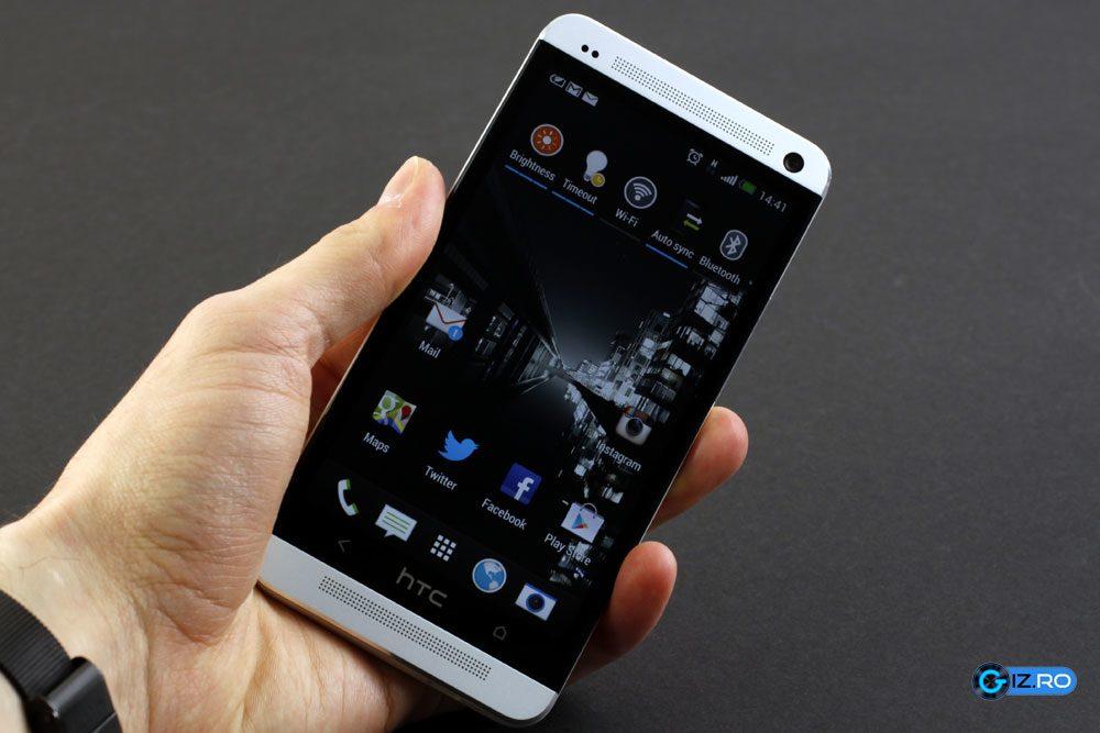 HTC One este foarte confortabil in mana