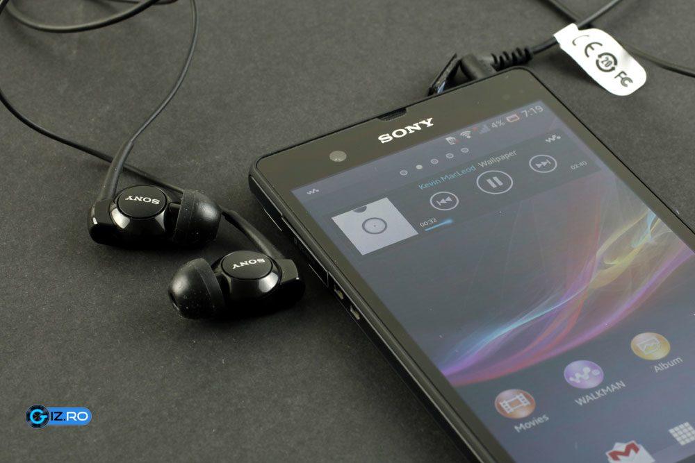 Auditie de calitate cu aplicatia Walkman si castile din pachet