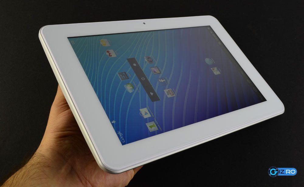 Tableta se preteaza in special pentru a fi tinuta in mana in format landscape