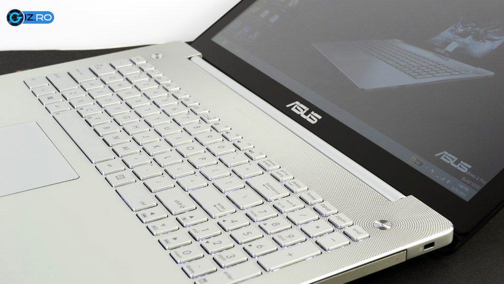Tastatura, unul dintre putinele defecte ale lui Asus N550