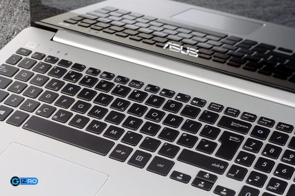 Tastatura lui S551 este decenta si are inclusiv NumPad si taste directionale bine delimitate