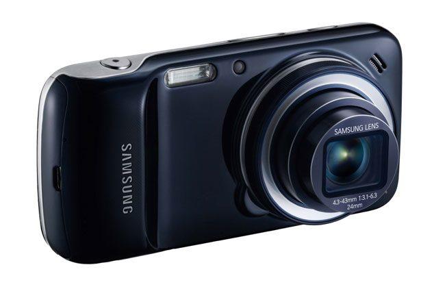 Camera lui Samsung Galaxy S4 Zoom iese in evidenta prin zoomul optic de 10x