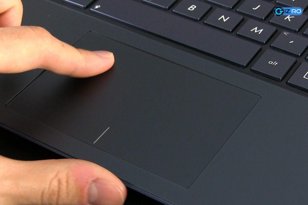Touchpad-ul lui UX301 este de asemenea de buna calitate