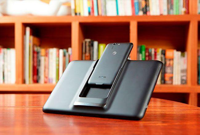 Smartphone-ul se integreaza usor in Padfone Station pentru a deveni tableta
