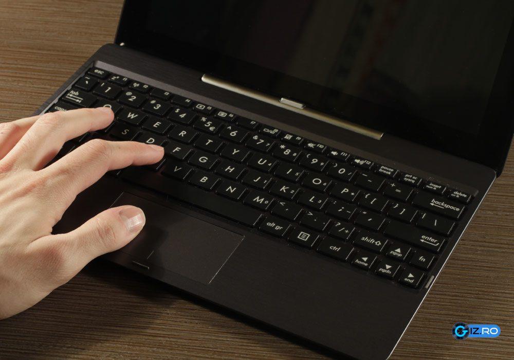 Tastatura lui T100TA este inghesuita din cauza ecranului mic