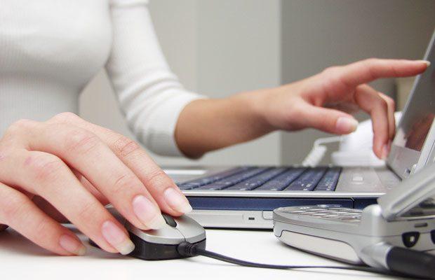 La semnarea unor contracte prin internet, utilizatorii beneficiaza de o serie de drepturi