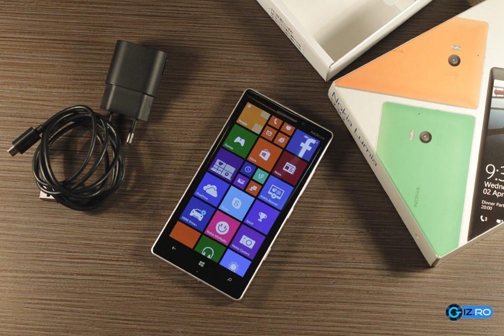 Lumia 930 alaturi de accesorii si cutie
