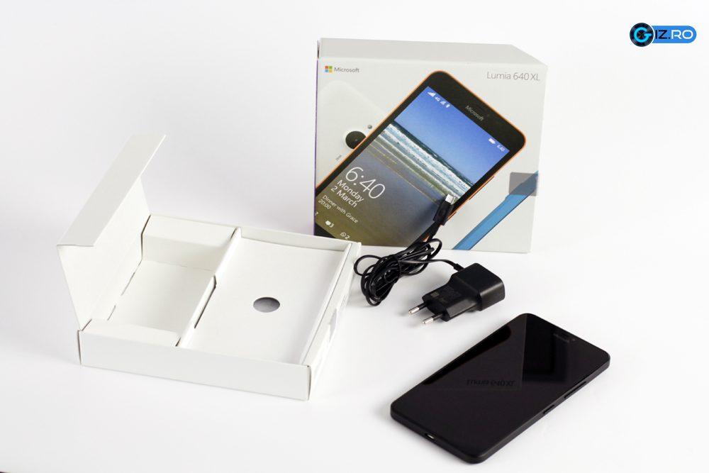 Cutia si accesoriile lui Lumia 640 XL
