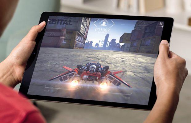 """iPad Pro – tabletă de 12.9"""" cu stylus şi tastatură ataşabilă"""