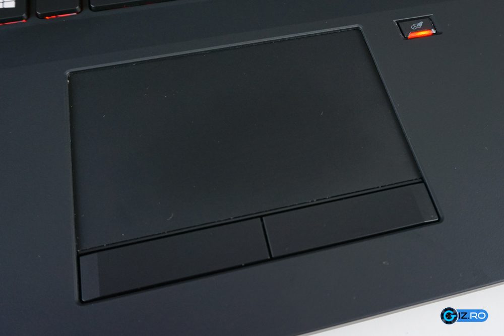 Trackpadul lui Acer Predator 17 este spatios si precis