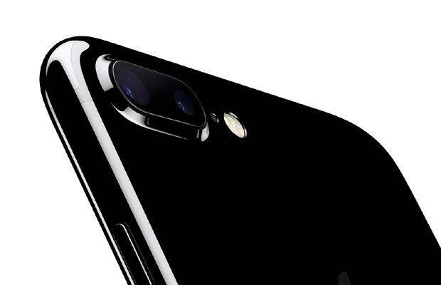 Camera lui iPhone 7 Plus este de tip dual