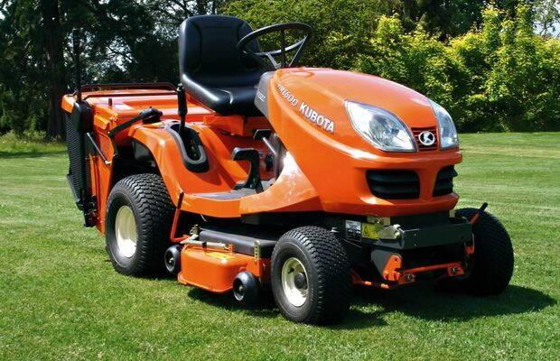 masina-de-tuns-iarba-tractor