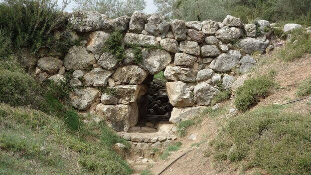 Arkadiko_Mycenaean_Bridge_II