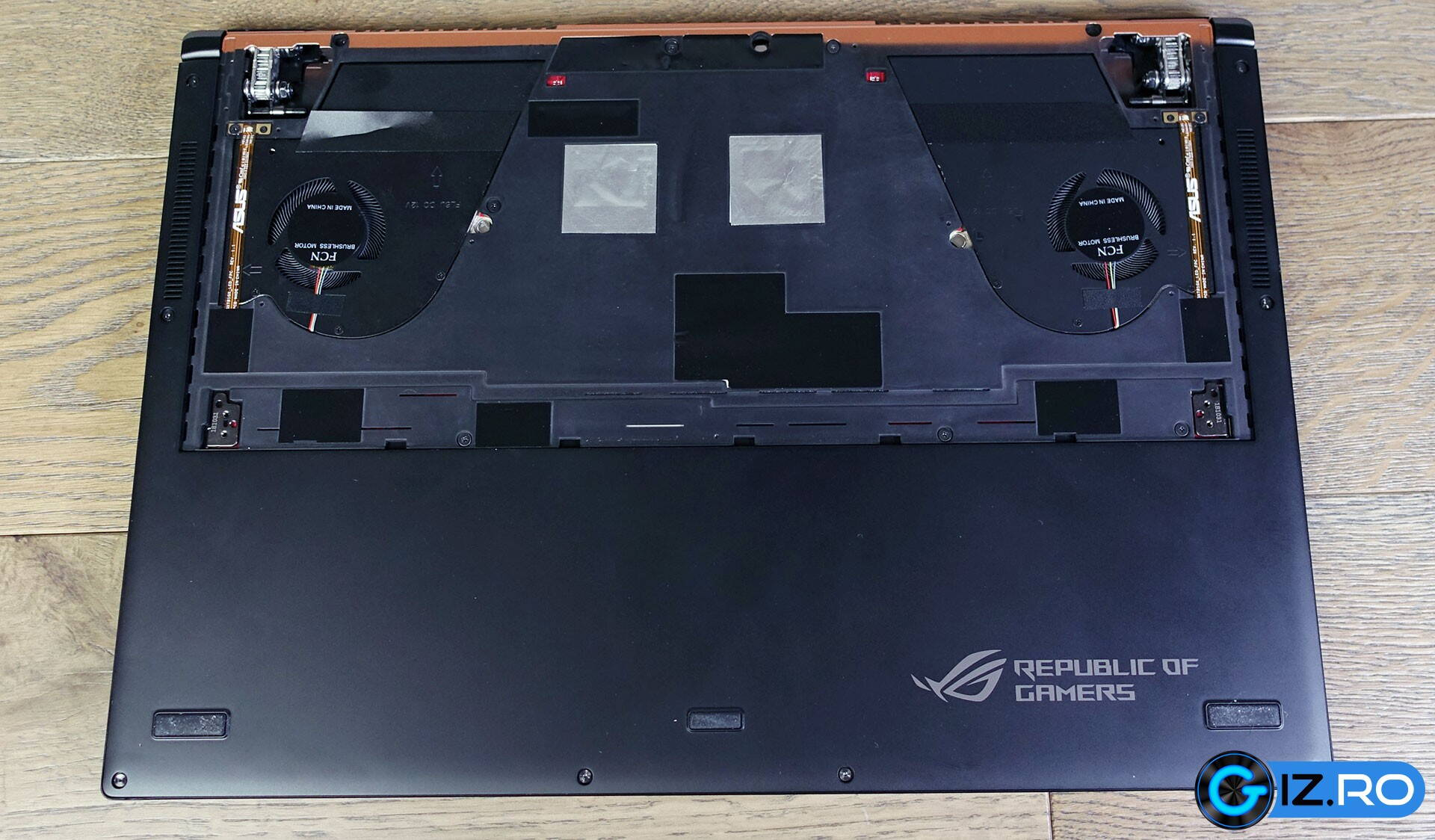 asus-rog-zephyrus-gx701-back-internal