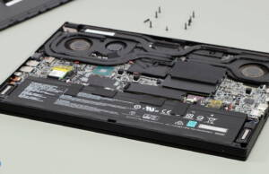 MSI-GS66-Stealth-internals-speakers-battery
