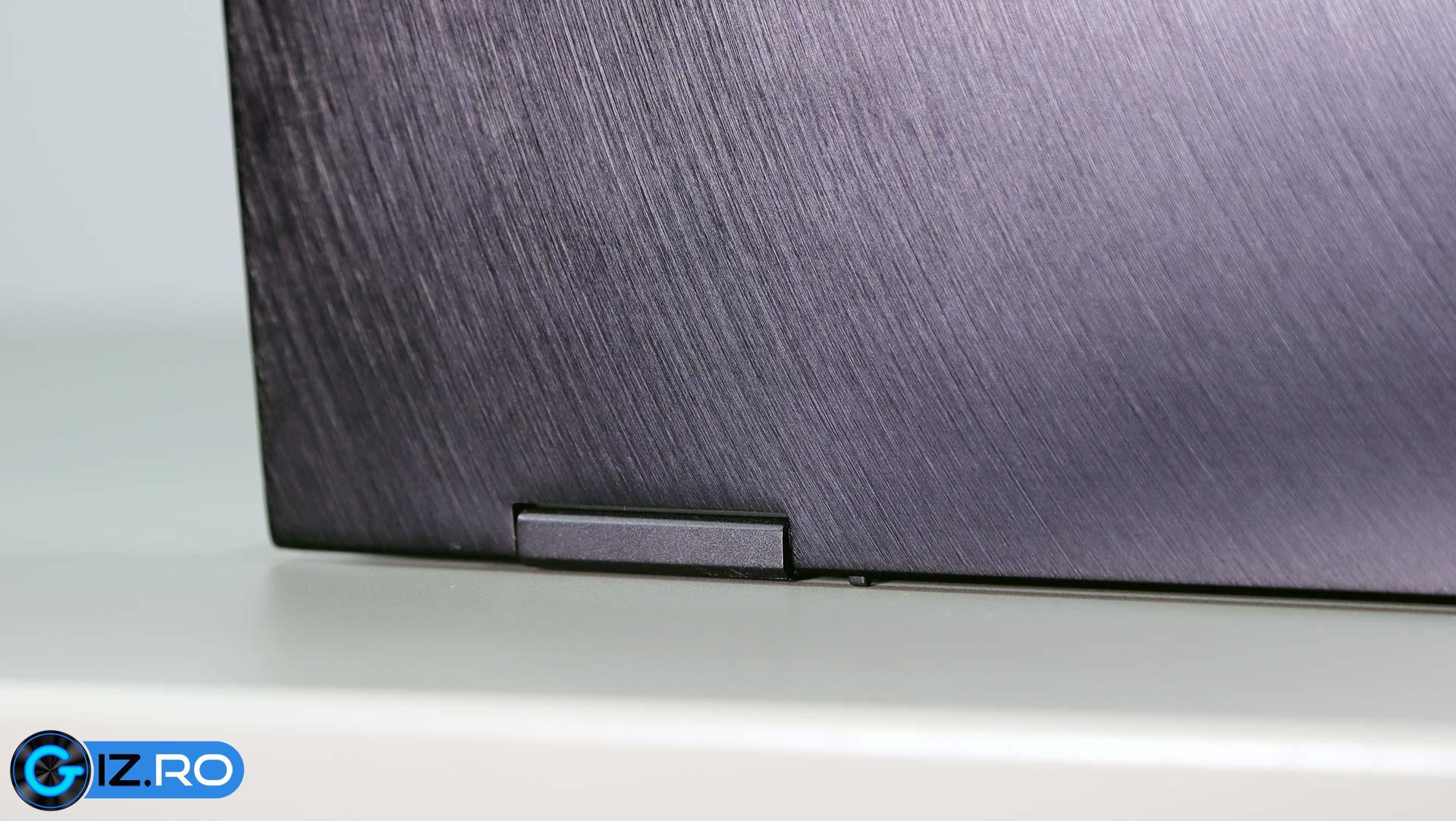 asus-zenbook-ux371-minuscule-rubber-feet
